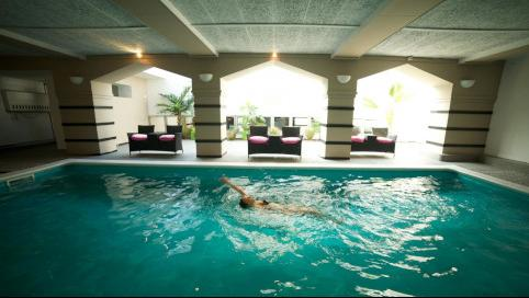 Hotel floris karos hotel for Bruges hotels with swimming pools